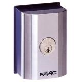 Ключ выключатель Т10 Е, комбинация №3 монтаж в стойку или на стену с одним микровыключателем FAAC 401019003