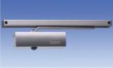 Доводчик двери, до 80 кг (сила закрывания 1/3/4 по EN1154, шрина дверного полотна до 1000мм), регулируемые скорость закрывания и гидравлический дохлоп, скользящая тяга в комплекте. Цвет: серебристый GEZE TS-2000G S