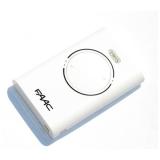 Брелок-передатчик XT2 868 SLH LR 868 МГц 2-канальный SLH код, функция MASTER-SLAVE, белого цвета FAAC XT2 868 SLH LR 868 МГц 787009